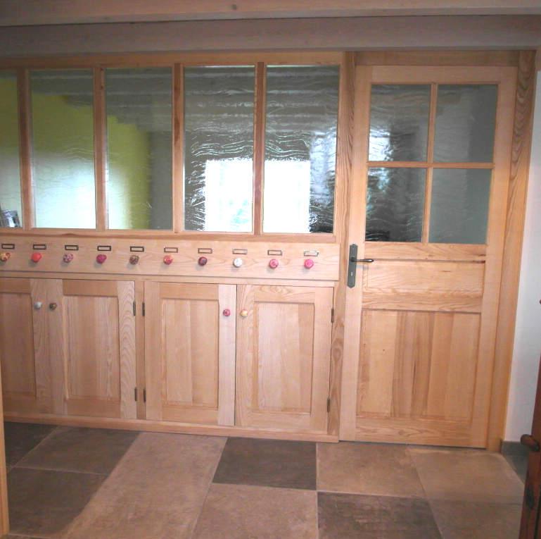 ensemble de boiserie avec portes en frêne massif