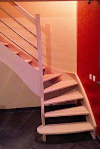 escalier-balance un quart tournant en frêne massif sans contremache
