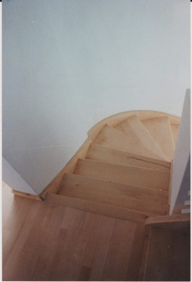 habillage d'un escalier béton en hêtre massif