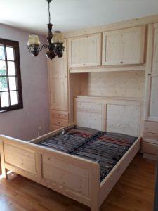 Agencement d'une chambre en meuble en pin massif