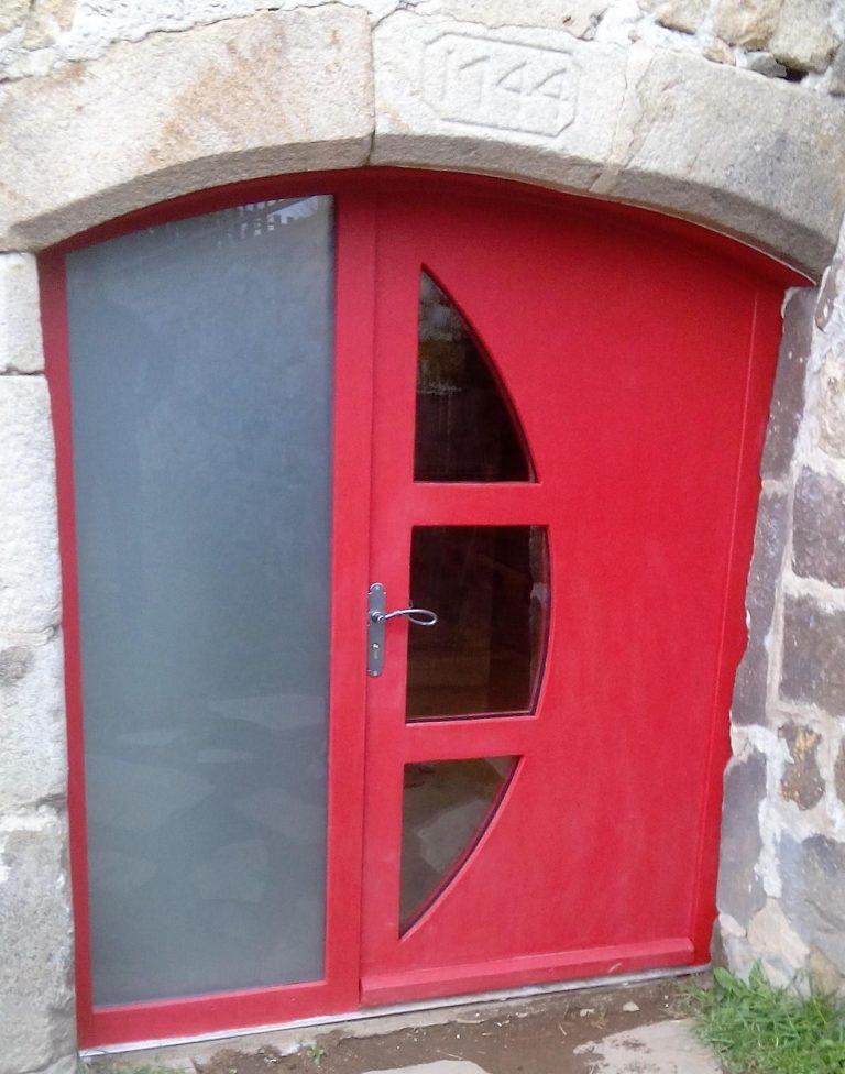 porte d'entrée, trois plis en mélèze laqué rouge
