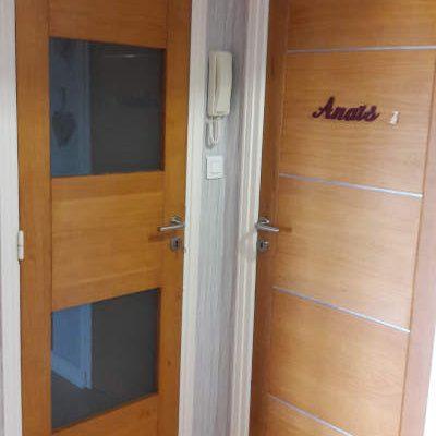 portes modernes en hêtre massif avec liseré aluminium